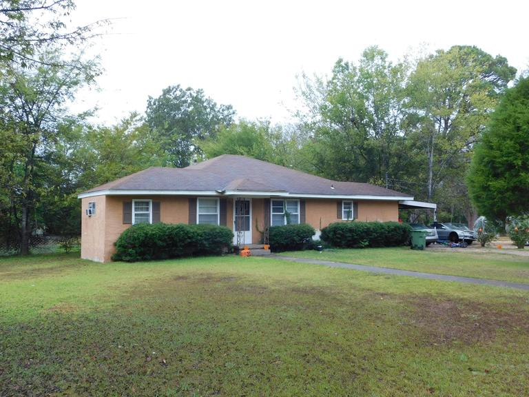 Single Family Home: Montgomery, AL